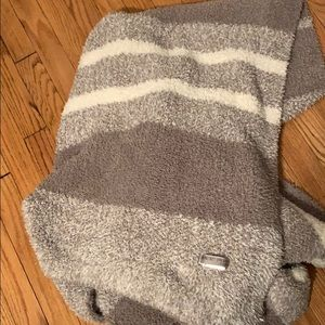 Barefoot dreams throw (cozy chic). Never used!